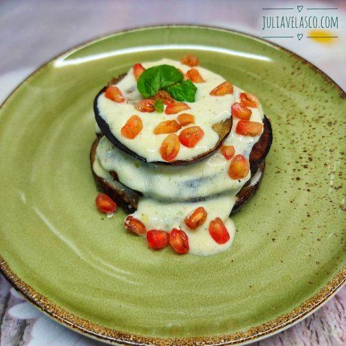 Berenjena al papillote con salsa de yogur y granada