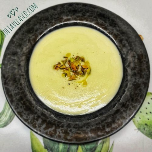 Crema de coliflor y pistachos