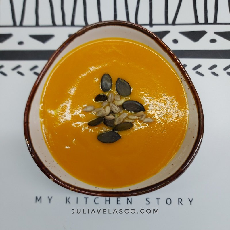 Crema de zanahoria y setas con cúrcuma