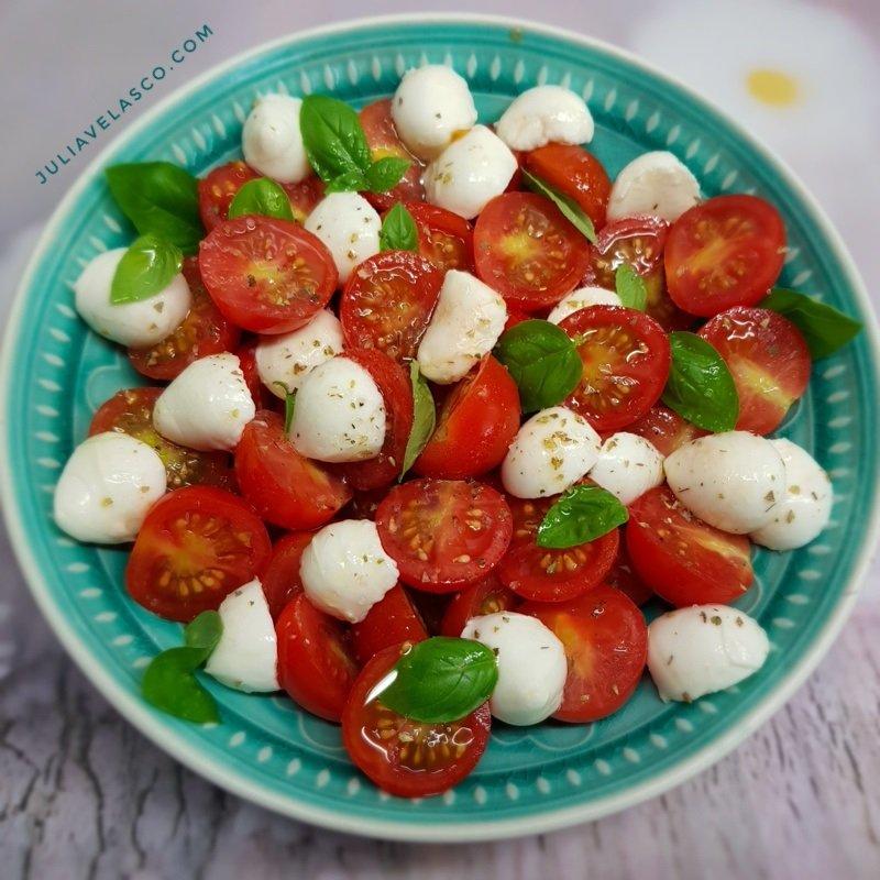 Ensalada de burrata y tomate cherry