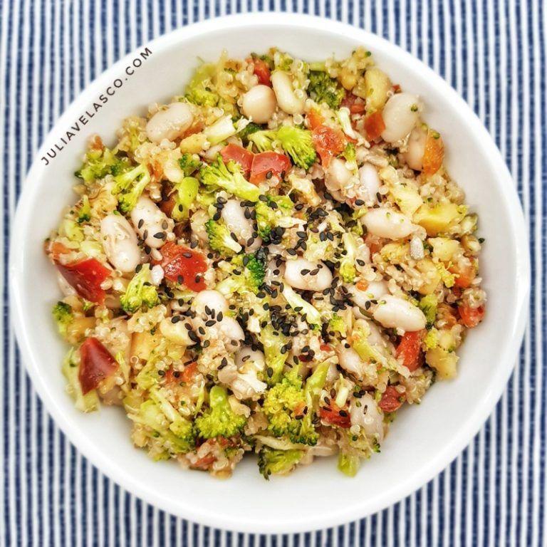 Ensalada de alubias y quinoa con verduras