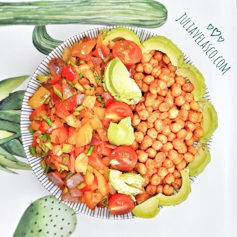 Ensalada templada de garbanzos con verduras