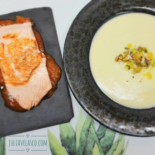 Menú completo con crema de coliflor y salmón