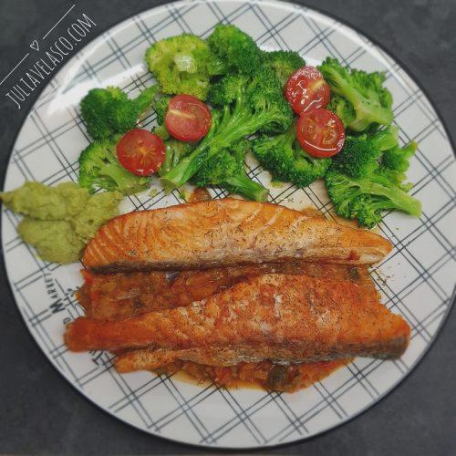 Salmón con pisto y brócoli
