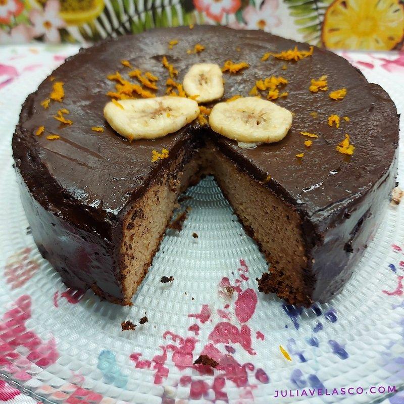 Tarta de plátano y naranja con chocolate