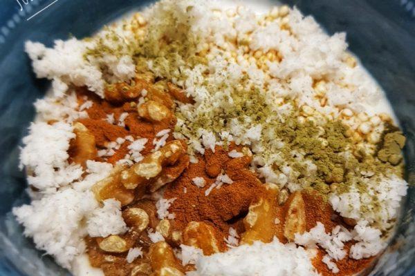 Yogur con quinoa y nueces